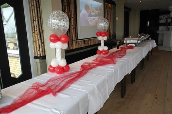 minipilaar-op-buffet-bruiloft
