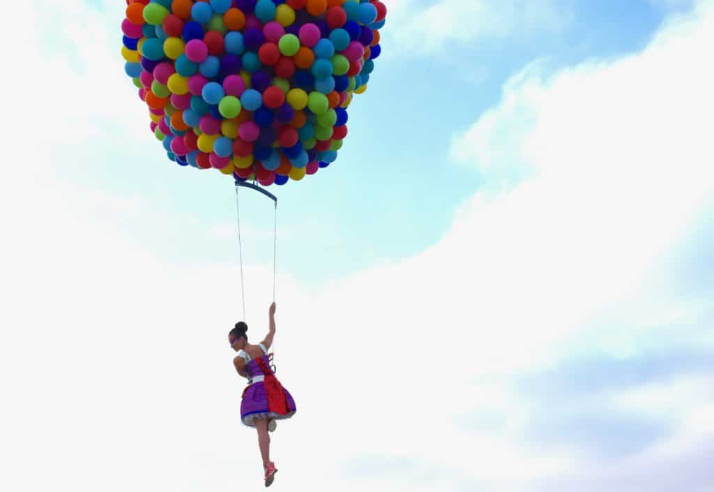 enorm-grote-ballon-acrobatenteam-stunt