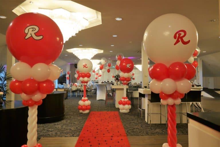 tweekleurig logo bedrukking topballon ballonpilarn helium ballontros personeelsfeest transportbedrijf Rumping vanderValk Hotel Akersloot 768x512 - Bedrukte ballonnen