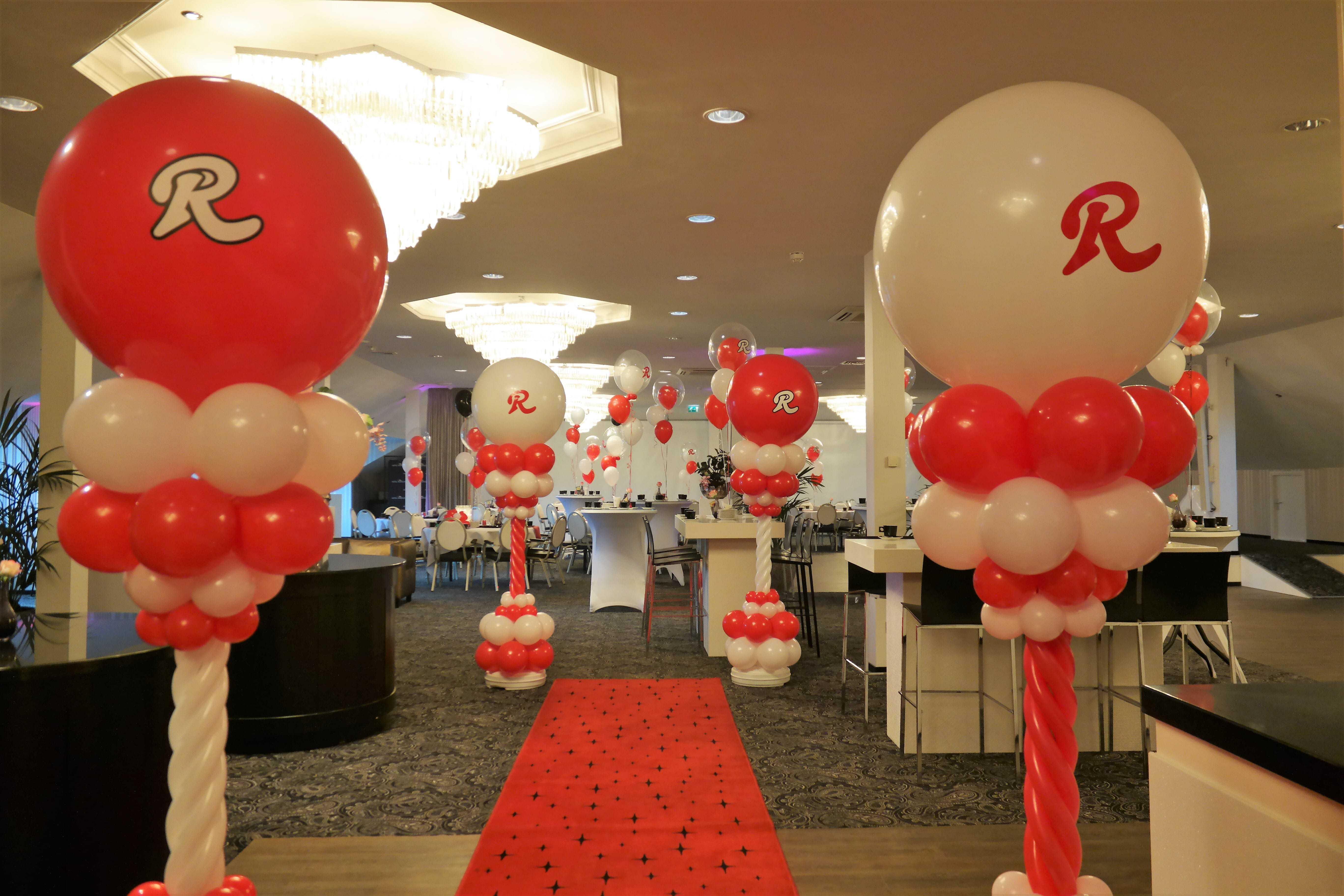 tweekleurig-logo-op-topballon-bedrijfsfeest