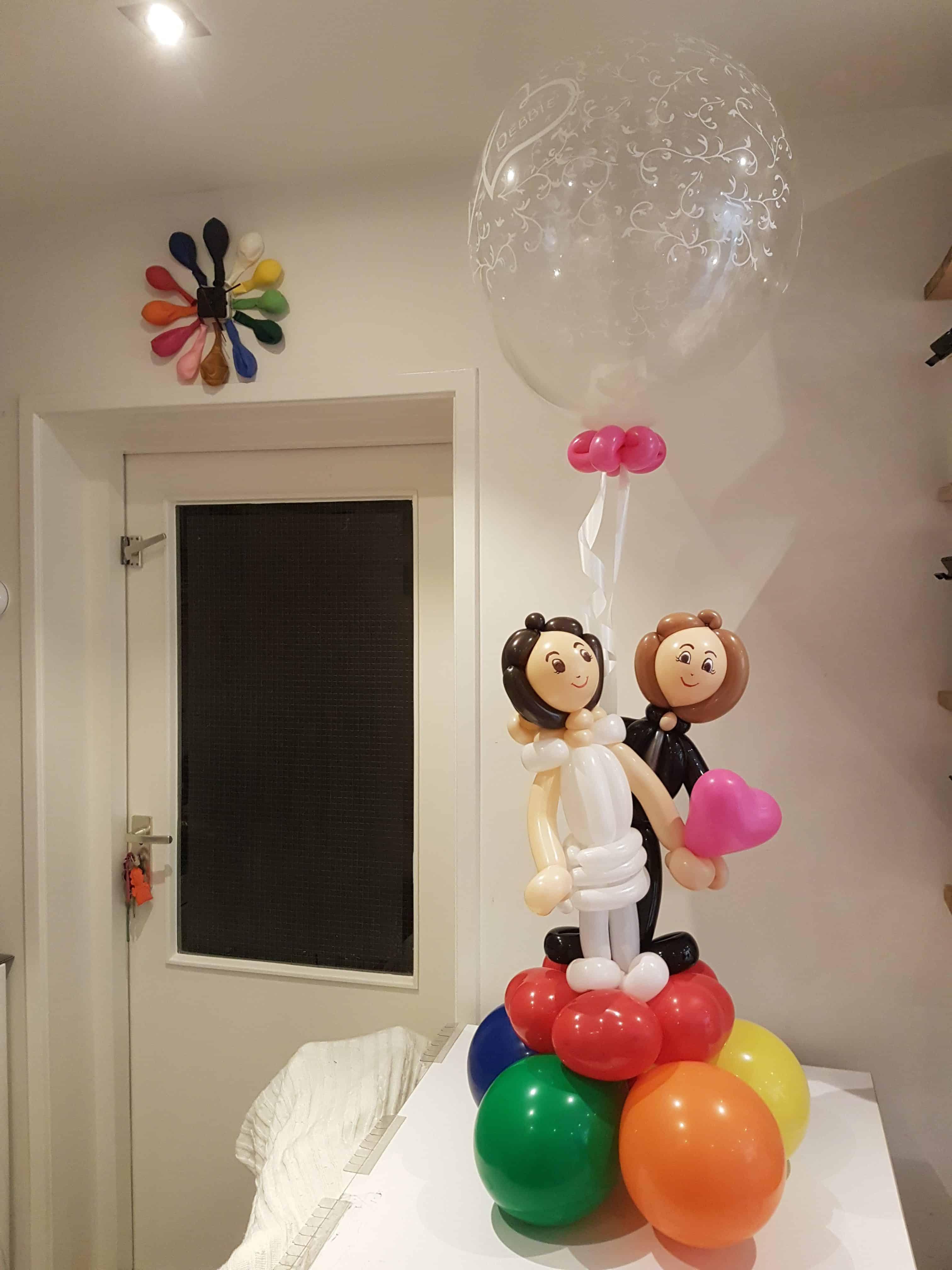 bruidspaar-nagemaakt-foto-ballonnen-tafeldecoratie