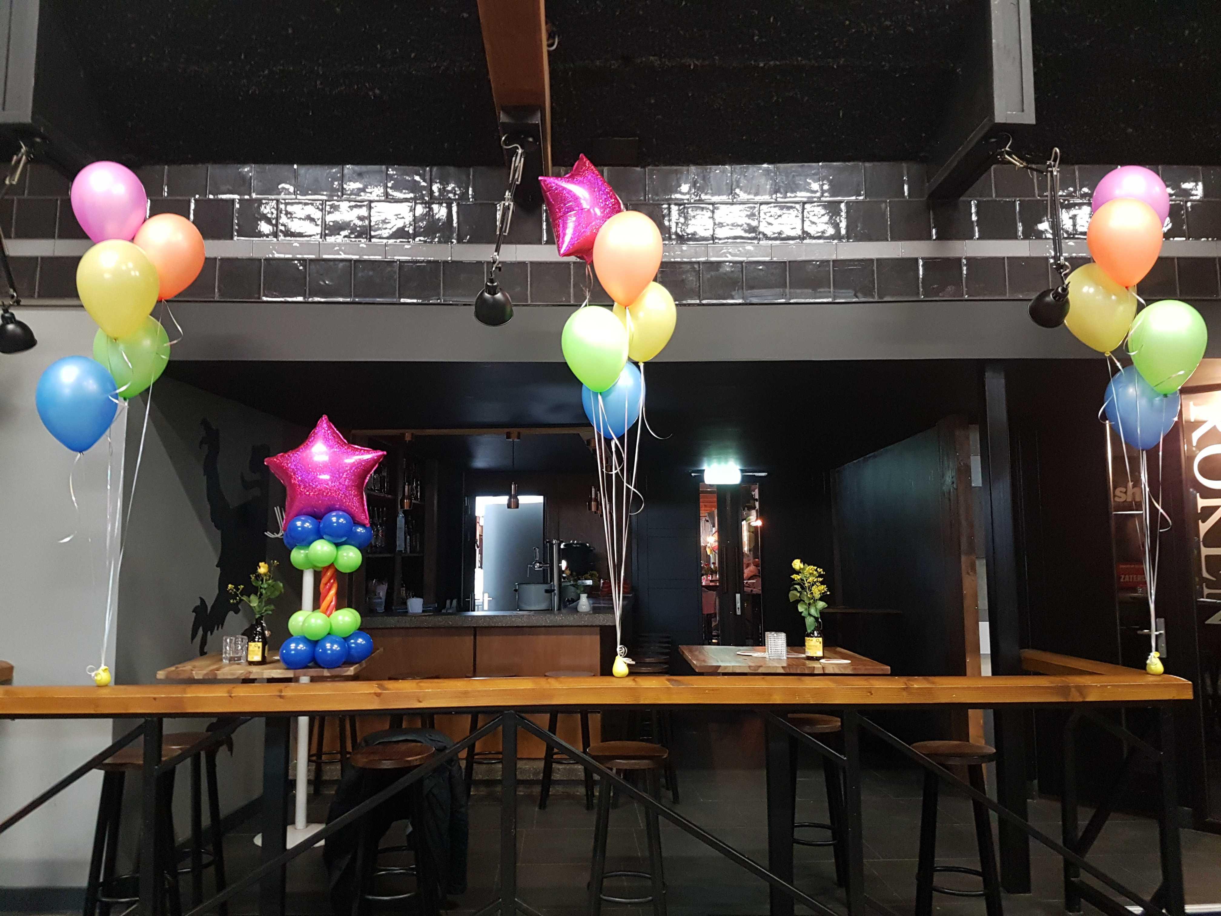 helium-ballontros-minipilaar-fout-discofeest-neon-kleur-blacklight-roode-leeuw-noord-scharwoude