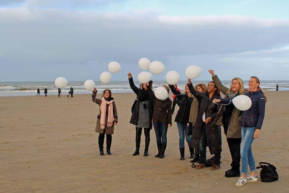 ballon-helium-afscheid-vriendin-strand-egmond-aan-zee-herdenking