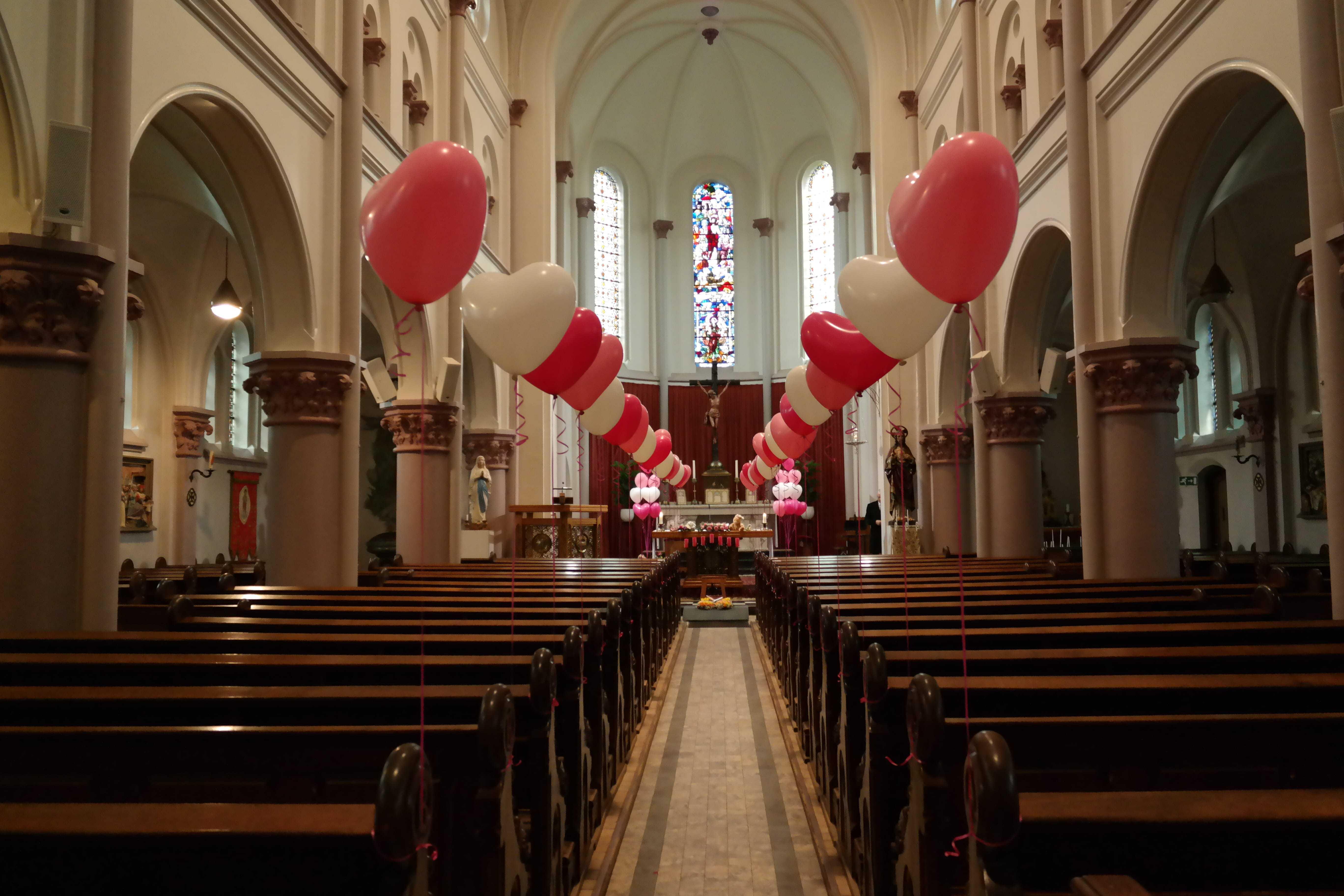 begrafenis-meisje-hartjes-ballonnen-kerk-warmenhuizen