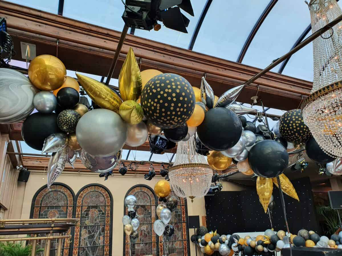 De Decoratieballon  171038 scaled e1603970336155 - Ballondecoraties op maat