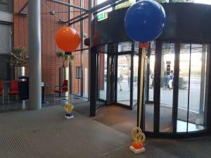 ingang-school-helium-ballonnen-diploma-uitreiking
