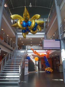 kroonluchter-ballonnen geslaagd-schoolfeest