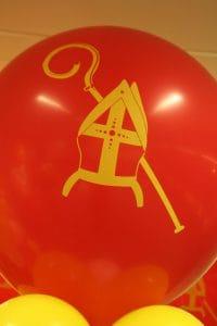 mijter-Sinterklaas-bedrukte-ballon-ballonpilaar-De-Decoratieballon