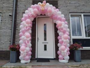 patroon-ballonboog-geboorte-meisje-met-ballonfiguur-speen-en-baby-De-Decoratieballon-Midden-Beemster
