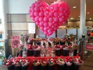 Valentijnsdag ballonhart Albert Heijn Haarlem bloemen afdeling De Decoratieballon