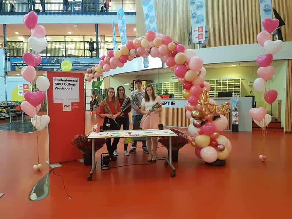 valentijnsdag organic halve ballonboog studentenraad actie Amsterdam roc westpoort De Decoratieballon