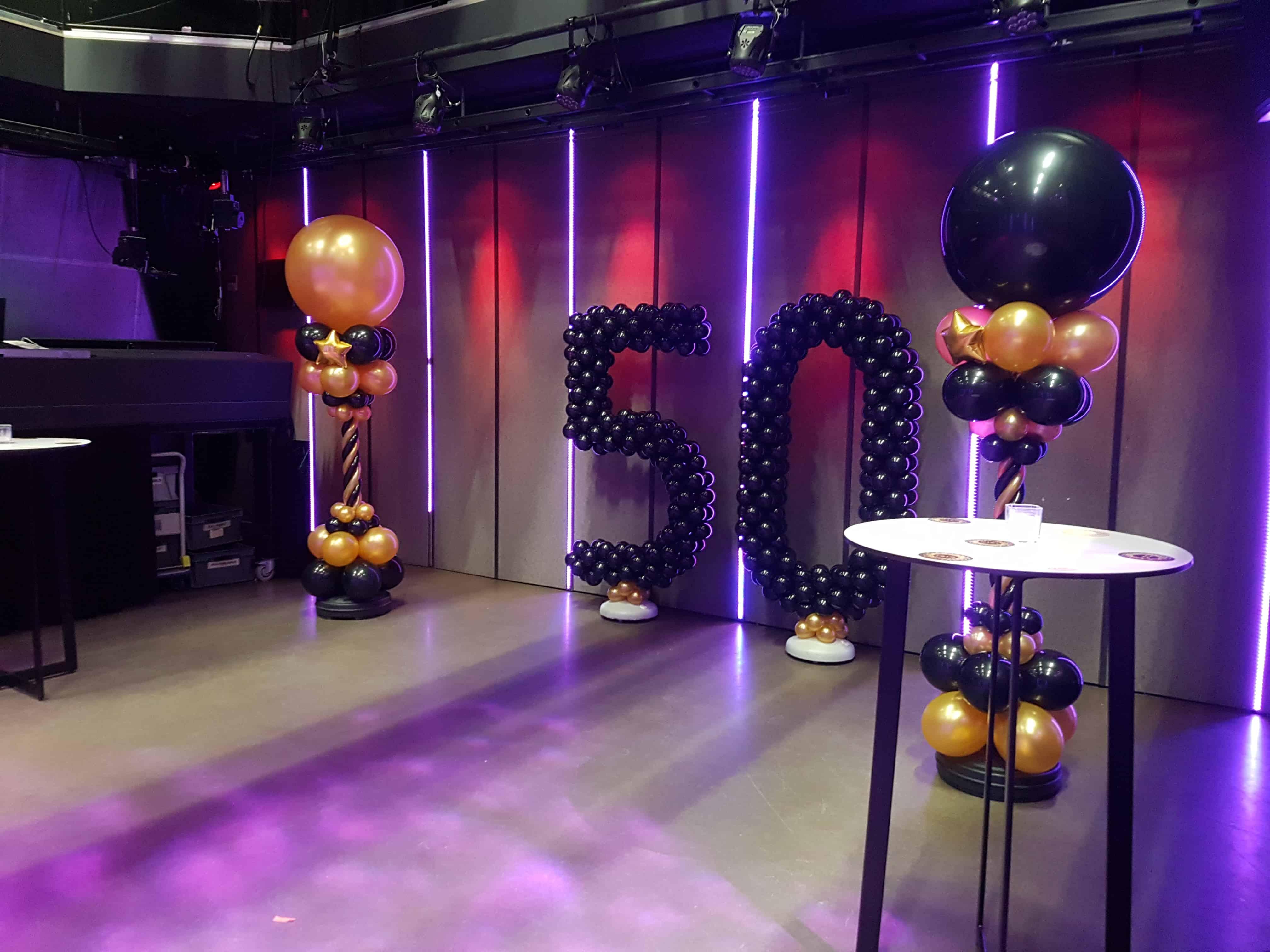verjaardag-50-jaar-cijfer-ballonpilaar-balloncijfer-Amsterdam-De-Decoratieballon-glamour-glitter-stijl-zwart-goud-ballonnen