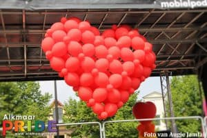 proeflokaal-de-boom-ballonslinger-thema-flower-power-Alkmaar-Pride