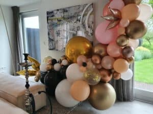 20210524 111148 300x225 - Organic ballondecoratie van allerlei maten ballonnen