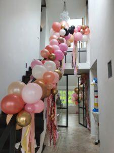 20210524 124052 225x300 - Organic ballondecoratie van allerlei maten ballonnen