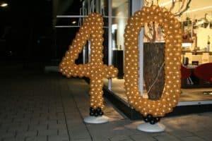 balloncijfer bosman haar makeup 40 jarig bestaan 300x200 - Van bruiloft naar 50 jarig huwelijksfeest